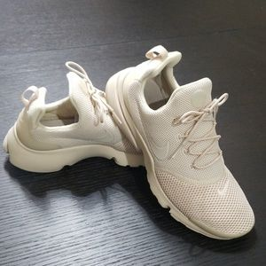 Nike Womens Presto Fly Running Shoes, Oatmeal